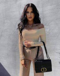 Елегантна вталена дамска блуза с голо рамо в бежово - код 0839