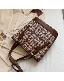 Дамска чанта в кафяво с ефектен десен и регулиращи се дръжки - код  B32/5049