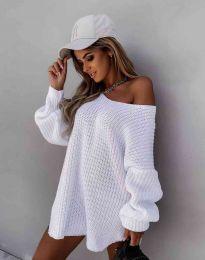 Ефектна дамска свободна плетена туника с голо рамо в бяло - код 2975