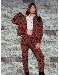 Дамски комплект суичър и панталон с атрактивен десен - код 8884 - 3