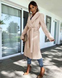 Дълго елегантно дамско палто с колан в бежово - код 6429