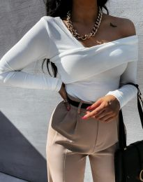 Елегантна дамска блуза с ефектно деколте и голи рамене в бяло - код 0839